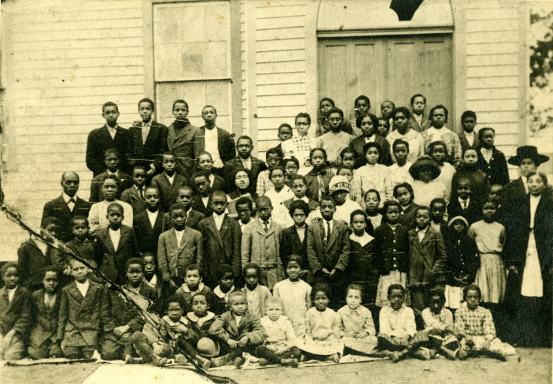 Photo of the Quaker School's students and teachers, circa 1905