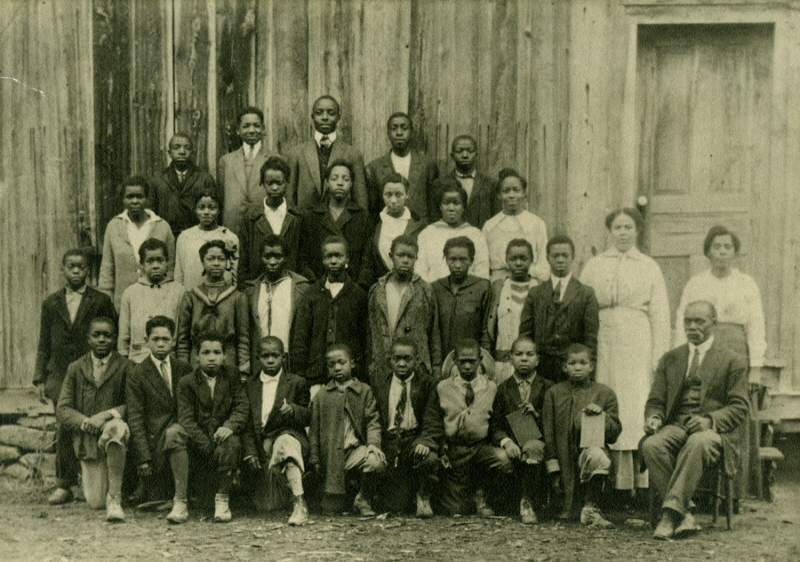 Photo of the Quaker School's students and teachers, circa 1910